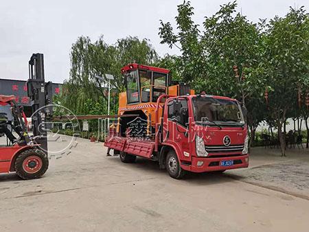有机肥发酵履带式翻堆机发往安徽
